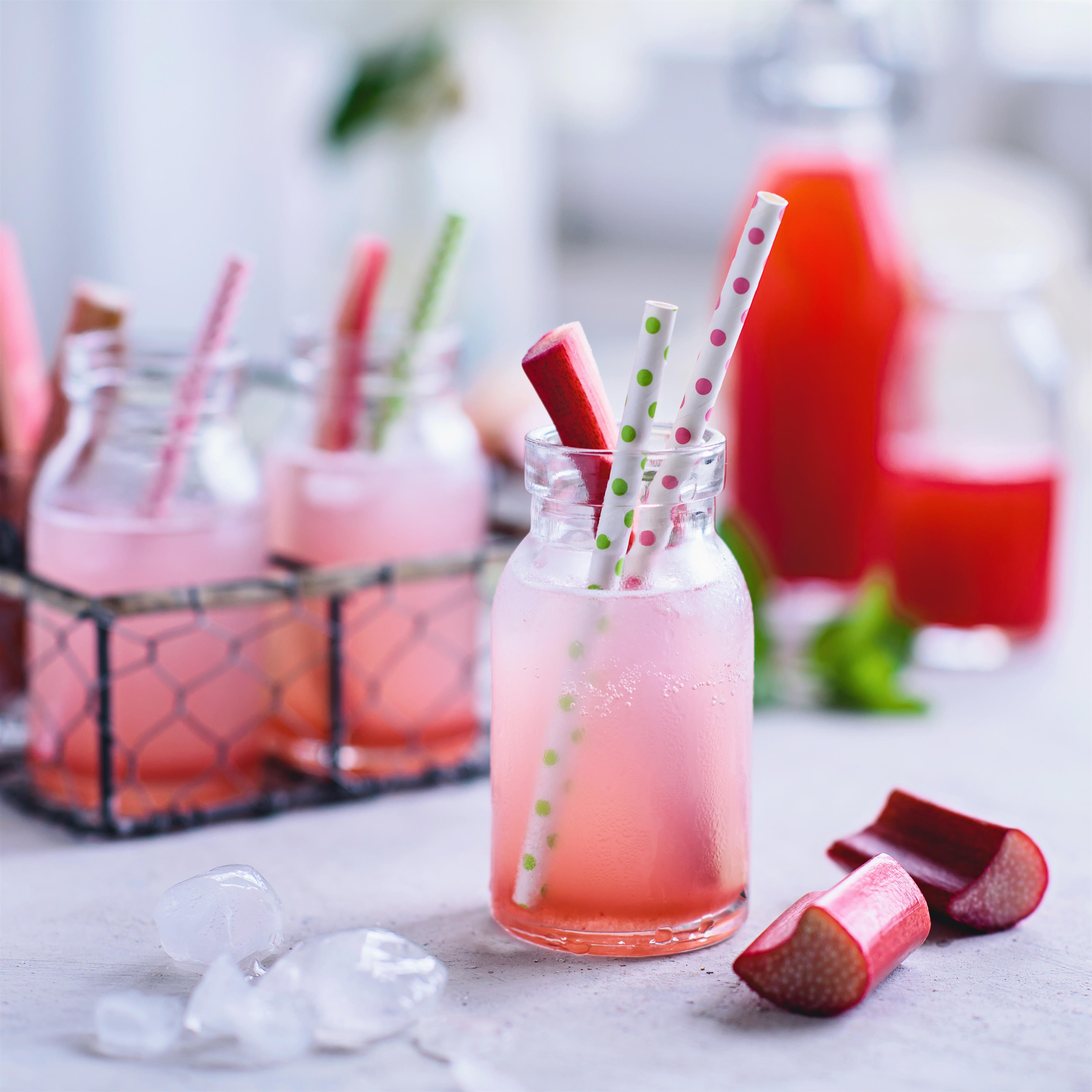 rhubarb splash cocktail