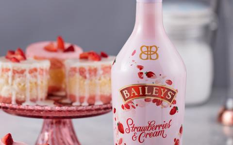 BAILEYS STRAWBERRIES & CREAM CHEESECAKE