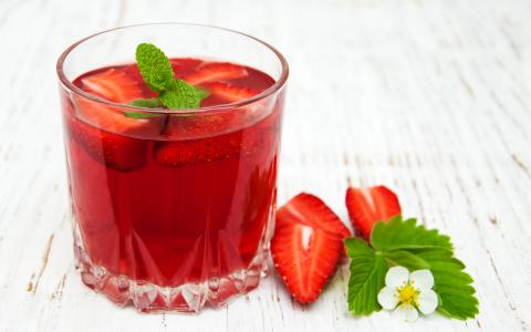 Strawberry Tom Shrub