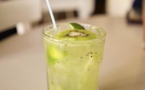 Kiwi Vodka Fizz