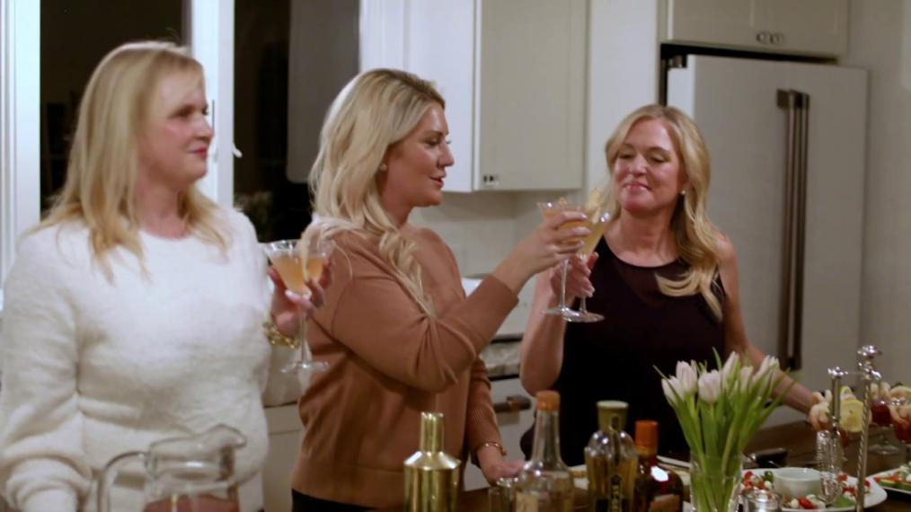 Join Erin Ovalle and Friends as they enjoy a Girls Night in with some fun cocktail making.